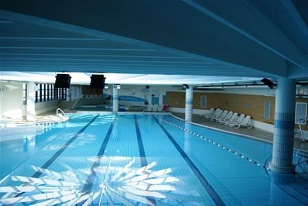 Le forum de la mer piscine d tente l 39 eau de mer avec - Piscine oloron sainte marie horaires ...